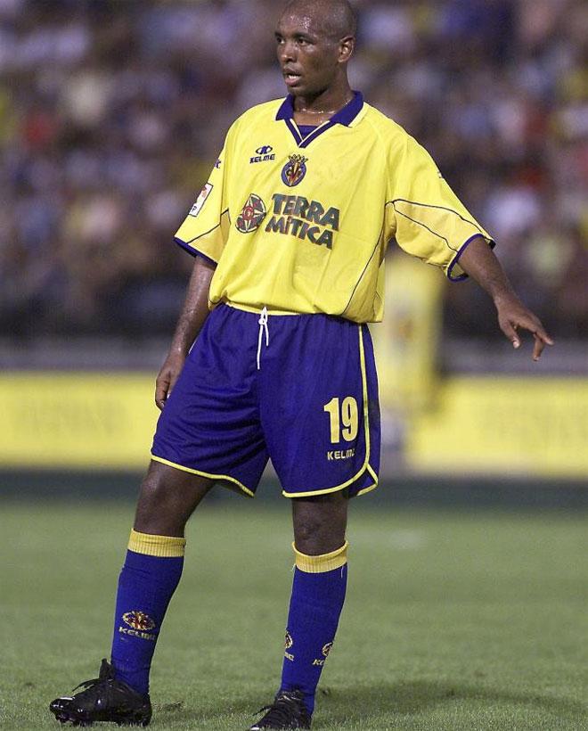 В 2002 году из Сан-Каэтано, Вильярреал встретил игрока, который ознаменовал эру желтого цвета.