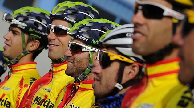 Valverde, en el centro de la imagen, con sus compañeros de selección. AFP