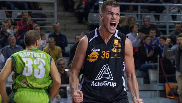 El baloncesto español celebra la explosión de su último 2,14 m.