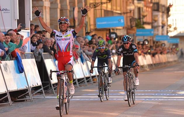Purito Rodríguez se impone en Zumarraga a Henao y Quintana. / RAFA GÓMEZ - Ciclismo a Fondo