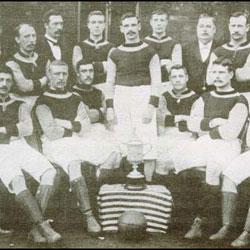 Aston Villa, con la Copa de 1895 (spartacus-educational.com).