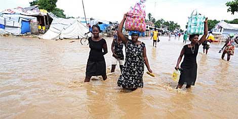 Calles inundadas en Haití tras el paso del huracán 'Tomás'. | AFP
