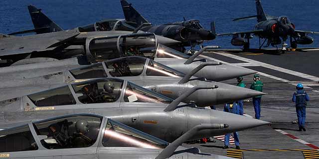 Aviones franceses en Libia, preparados en el portaaviones Charles de Gaulle. | Ap