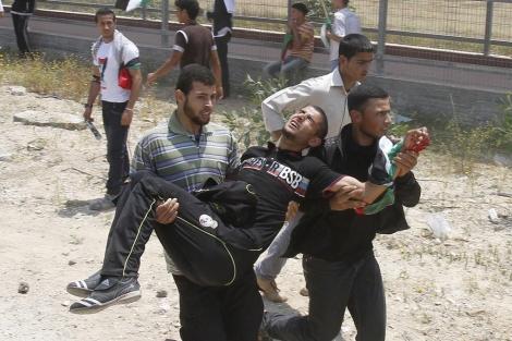 Un manifestante herido en Gaza. | Afp