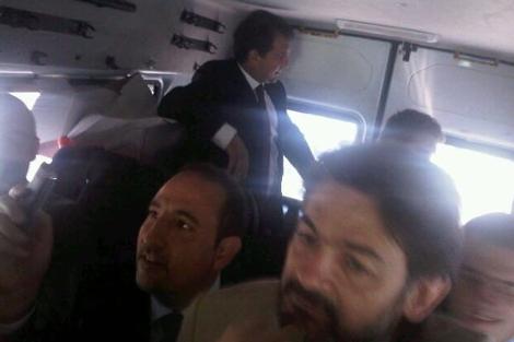 Los diputados Joan Laporta, Oriol Pujol y Ramón Espadaler en un furgón policial. | Efe