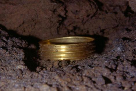Brazalete de hace 3.500 años encontrado en la Cueva de Silo.|GE Edelweiss