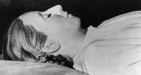 El cuerpo de Eva Perón embalsamado.