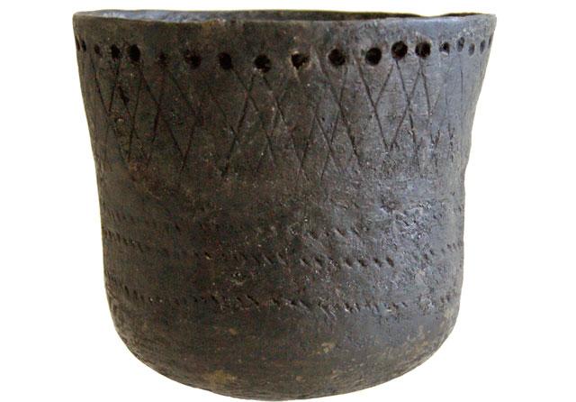 Recipiente de cerámica de hace 15.000 años hallado en Japón. | Nature