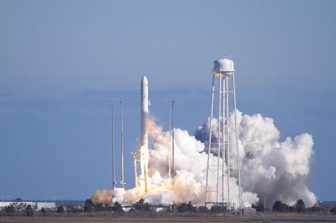 El cohete Antares despegando desde la base de Virginia (EEUU). | NASA