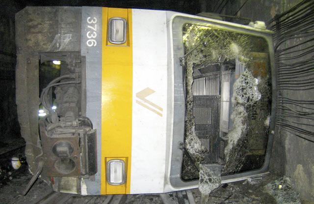 Estado en el quedó una de las unidades de Metro Valencia tras el siniestro. | E.M.