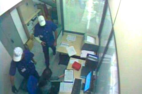 Imagen dada por la Policía Nacional captada de cámaras de seguridad de un local atracado. | E.M