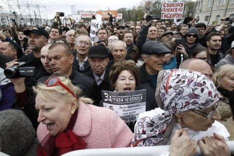 Miles de rusos se manifiestan frente al Kremlin en Moscú. | Reuters