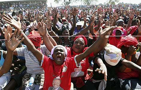 Seguidores del primer ministro, Morgan Tsvangirai. | Reuters