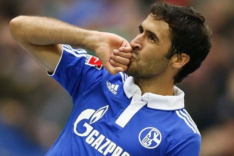 Raúl González celebra un gol con el Schalke. | Reuters