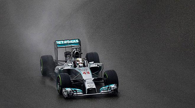 Lewis Hamilton entró en la historia de la F1 al lograr la pole y superar, con 34, a leyendas como Prost o Clark.