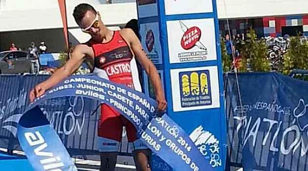 David Castro celebra su victoria en el Campeonato de España de Duatlón.
