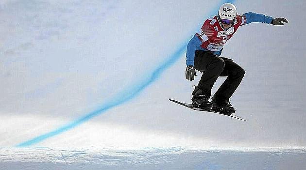 Lucas Eguíbar, en acción durante la prueba de Copa del Mundo de Vallnord-Arcalis. Foto: AFP