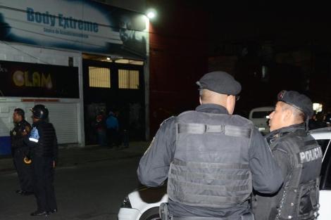 Agentes policiales resguardan el gimnasio | Efe