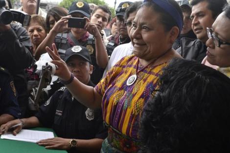 Rigoberta Menchú, en el acto de intercambio de armas en México. | Efe