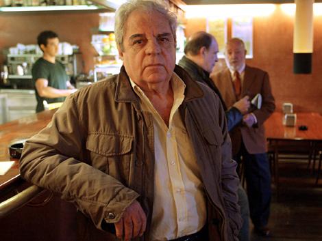 El escritor y Premio Cervantes Juan Marsé, en un bar de Barcelona.   Domènec Umbert