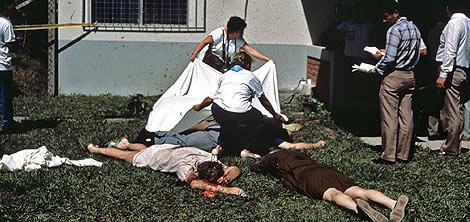 Imagen de los cuerpos de los jesuitas tras los asesinatos. | Wesley Booke. | Efe