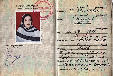 El pasaporte de la activista saharaui Aminatu Haidar, requisado por Marruecos.
