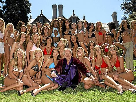 Hugh Hefner y sus conejitas, en la fiesta de 50 aniversario de Playboy. | Cordon Press