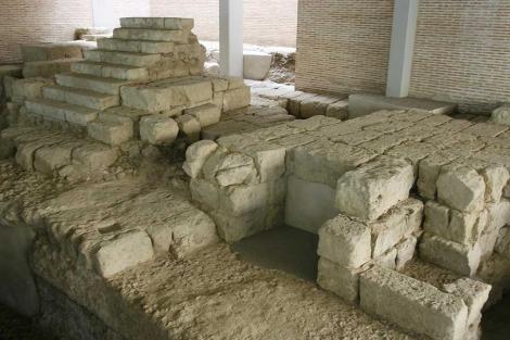 Algunos de los restos que se expondrán desde 2011 en el Teatro Romano de Córdoba. | M. Cubero
