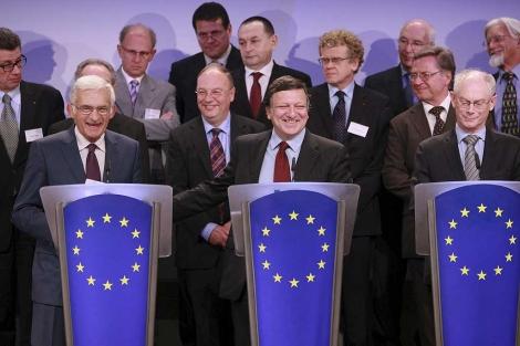 Buzek, Barroso y Van Rompuy, en la rueda de prensa.| Efe