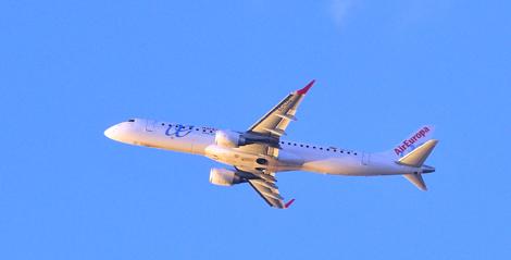 El segundo avión en despegar en Baleares.   Alberto Vera