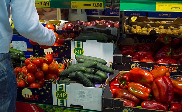 Frutas y verduras en un supermercado.  Begoña Rivas