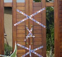 Imagen de la puerta precintada de la vivienda de Pistorius