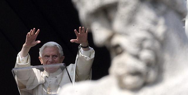 El Papa, durante el rezo del Ángelus en el Vaticano.   Reuters