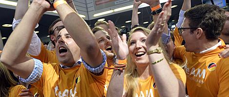 Seguidores de la CDU celebran el resultado en la sede del partido en Berlín. | Afp