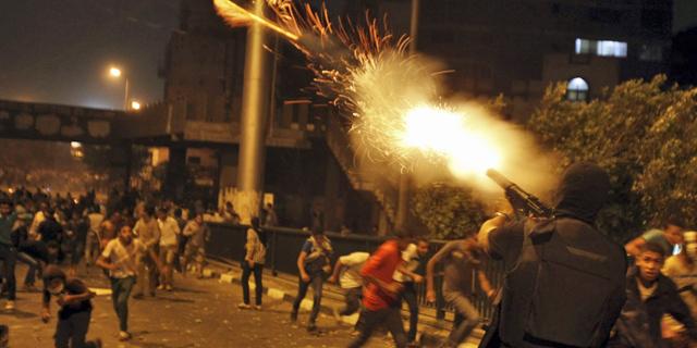 Enfrentamientos entre la policía y los manifestantes en El Cairo. | Reuters