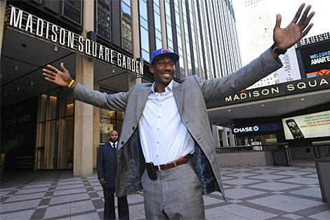 Amare Stoudemire, en la entrada del Madison Square Garden. | Ap