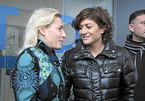 Mayte Martínez (der.), junto a Marta Domínguez. | Anna Ibañez