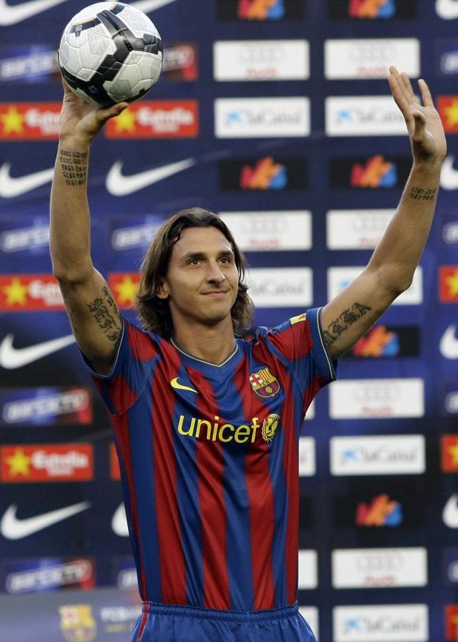 Ibrahimovic fue presentado ayer ante 50.000 personas en el Camp Nou