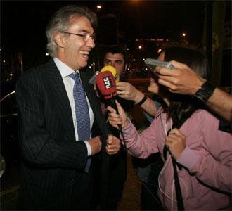 Moratti, atendiendo a los medios tras la cena con Laporta.
