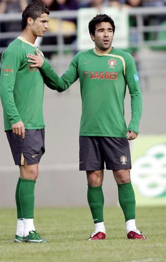 Cristiano y Deco en un entrenamiento de Portugal.