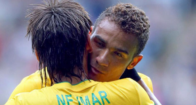 Neymar talking Danilo out of Real move