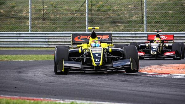 Roberto Merhi, segundo en Hungría y primer podio para Pons en cuatro años
