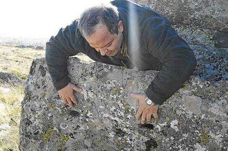 Juan Carlos Campos, investigador autodidacta autor del libro 'Petroglifos en Maragatería'. | J.C.C.