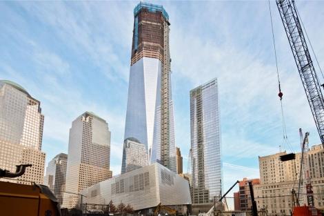 La estructura de acero alcanza ya los 90 pisos. La cortina de cristal llega ya al piso 63. | WTC.com