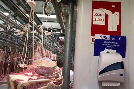 Un almacén de carne, en los alrededores de París, especifica que es 'halal'. | Afp