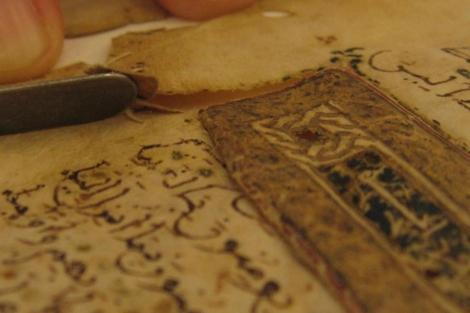 Detalle del Corán manuscrito hallado en Cútar (Málaga), del siglo XIII.