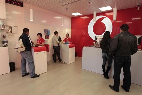 Tienda de Vodafone en la Puerta del Sol en Madrid. | Begoña Rivas