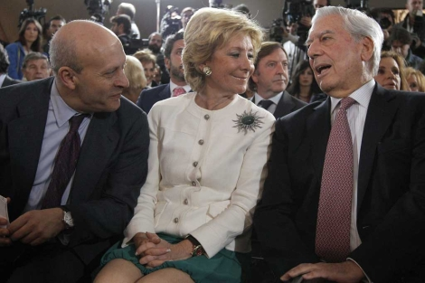 El ministro José Ignacio Wert, Esperanza Aguirre y Mario Vargas Llosa. | Efe