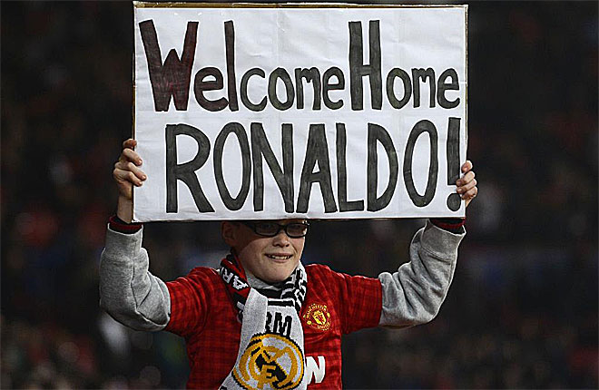 Криштиану Роналду приветствовали на Олд Траффорд, где он играл как футболист и Манчестер Юнайтед.