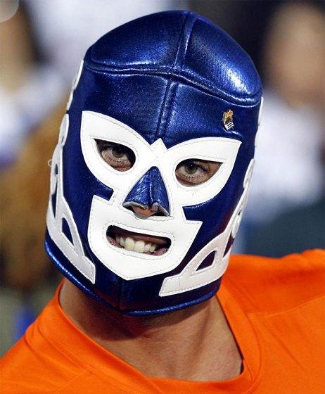 Конечно дань Карлос Вела с маской типичный мексиканский борьба.